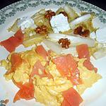 recette SALADE FRISEE OEUF BROUILLE ET SAUMON FUME