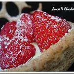 ** Légèreté et rapidité: Des tartelettes aux fraises sur lit frais à la pistache**