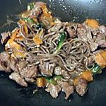 recette Wok de pâtes japonaises au boeuf courgettes et carottes