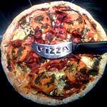 Pizza diététique aux Pesto, Aubergines, Jambon espagnol et Cancoillotte