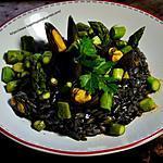 recette Recette d'un risotto à l'encre de seiche, moules et asperges vertes