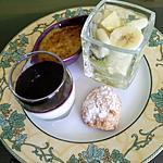 recette Dessert gourmand ( panna cotta, crème pistaches,  amaretti,  salade fruits)