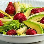 recette Salade d'asperges aux fraises et à l'avocat
