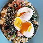 recette Pates aux épinards, carotte, lardons et oeuf coulant