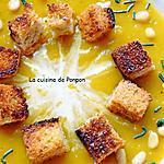 recette Potage au butternut et carottes garni de croûtons, pignons et spiruline