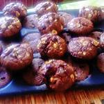 recette outrageous cookies  au chocolat de  martha  stewart;  le blog  de samar  avec ajout  noix  ;  noisettes