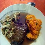 recette Pavés de kangourou sauce à la groseille, pleurotes et patate douce