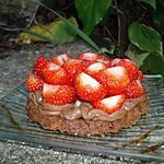 recette Tartelettes aux fraises, spéculoos et crème patissière au chocolat au lait
