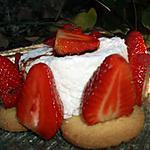 recette Fraises marinées au vinaigre balsamique, mousse de petits suisses au citron vert sur galettes bretonnes