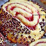 recette Biscuit spirale à la confiture de framboise et perles de chocolat