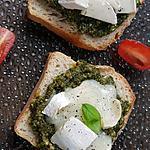 recette Tartine toastée au pesto d'orties, pissenlits et chèvre