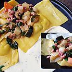 recette Ravioles aux blettes, lardons et crème à l'ail et parmesan