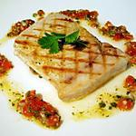 recette Filet d'espadon grillé, sauce tomate piquante à la coriandre...