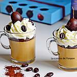 recette Panna cotta au café garnie de ganache au chocolat, chantilly et griotte au kirsch
