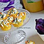 recette Amuse bouche au fromage sur un lit de moutarde aux noix parsemé de carotte et spiruline, végétarien