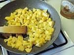 tarte garnie de beurre de pomme sur caramel au beurre salée meringuée (12)