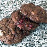 COOKIES MOELLEUX AUX TROIS CHOCOLATS ET AUX FRAMBOISES