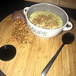 recette Velouté de concombre au mascarpone crumble de parmesan noix de cajou
