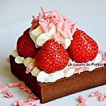 recette Tartelette chocolat noir garnie de ganache au chocolat blanc, fraise et ail noir