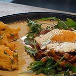 recette Oeufs au Plat sur Poêlée de Champignons  et Chicons Caramélisés sur Nid de Roquette - Purée au Pesto Rouge et Parmesan