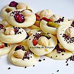 recette Mendiant blanc à la noisette, baie de goji ou cranberry, pistache et perles de chocolat noir