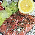 Saumon parfumee aux herbes et sa salade fraicheure.