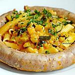 recette Des pâtes sauce aux courgettes joliment encerclées par une saucisse de Toulouse