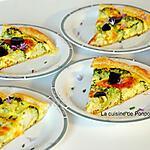recette Tarte au brocoli, fromage ail et fines herbes sur un lit de moutarde à l'ancienne, végétarien