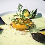 recette Potage glacé au concombre, moules et aneth...