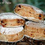 recette Petits pains ronds au thé à la rose et raisins blonds