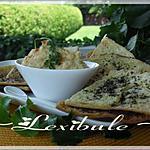 recette Croustilles de pita aux herbes et sa trempette à l'hoummos