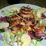 recette brochette de crevettes sur lit de salades colorées