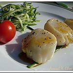 recette ** Noix de Saint jacques poêlées au caramel d' agrumes et petit tartare de courgette **