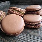 recette Trilogie de macarons au chocolat (gancahe pate de spéculoos, pate de pistache et ganache chocolat)