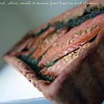 recette ** Tarte aux épinards frais , chèvre, wasabi  et saumon fumé laqué au miel et aux graines de sésame  **