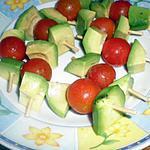 recette apéritif dinatoire brochettes avocat, tomate