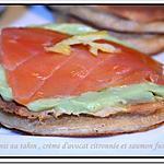 recette ** BLINIS au tahin ( pate de sésame) , Crème d'avocat citronnée Parfait avec du saumon fumé **