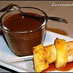recette Soupe au chocolat et brochettes de fruits au caramel