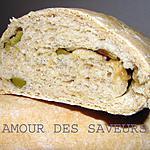recette PAIN DE CAMPAGNE A L'OIGNON ET AUX OLIVES