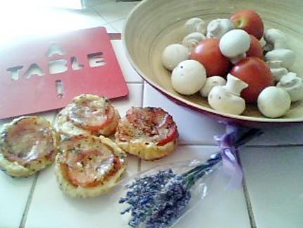recette de tartelettes tatin proven ale la tomates tapenade et mozarella. Black Bedroom Furniture Sets. Home Design Ideas