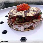 Millefeuille de crêpes à la ricotta, saumon frais & petits légumes
