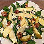 """recette Salade de jeunes pousses d""""épinards, poires, noix et bleu et sa vinaigrette au sirop d'érable"""