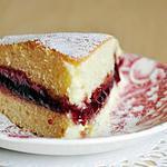 recette Gâteau léger et moelleux, garni de confiture de framboise