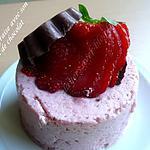 recette mousse de fraise avec son chapeau de chocolat