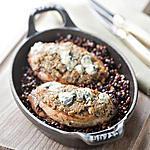 recette Suprêmes de Pintade Fermière d'Auvergne Label Rouge rôtis en croûte de Fourme d'Ambert, lentilles vertes du Puy confites au vin rouge de Saint-Pourçain
