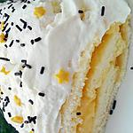 Biscuit roulé au lait concentré fourré à la créme de citron et nappé de chantilly mascarpone