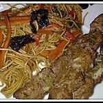 recette Brochettes de boeuf marinées et nouilles sautées aux légumes