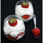 recette Tiramisu à la fraise et aux macarons vanille
