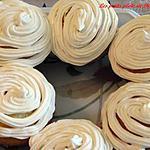 Gâteaux et glaçage à la noix de coco