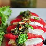 recette Tomate mozzarella au pesto de basilic maison & réduction de vinaigre balsamique